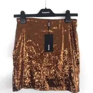 Helt oanvänd kjol från Weekday pga slängde kvittot hehe. Skiiit sexig på!! 🤩