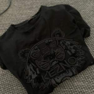 Fake kenzo tröja strlk: S pris: 120kr (frakt ingår)