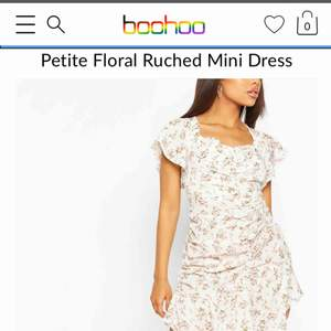 Hejsan!  Jag säljer denna härliga klänning då den inte passar mig så bra i storleken.  Frakten ingår i priset!  Hör av dig för intresse 💗