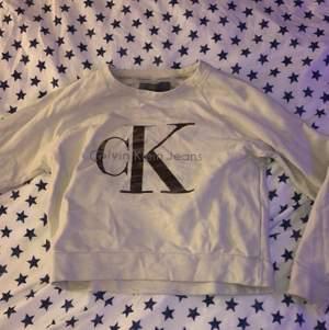 Beige Calvin Klein tröja st xs , använt ett fåtal gånger