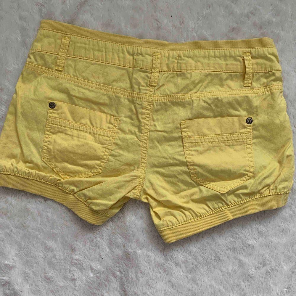 Bershka shorts nya storlek 38. Shorts.