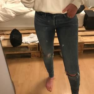 Ett par High Rise skinny Levis jeans, för små för mig tyvärr! Jag är 163 cm. Frakt ingår ej