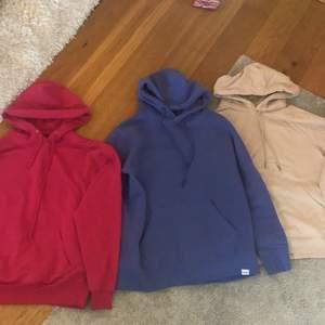 3 hoodies i fina färger!! Rosa: XS.  Blå:S.  Beige: M. 150kr styck, 2 för 250kr, 3 för 400kr