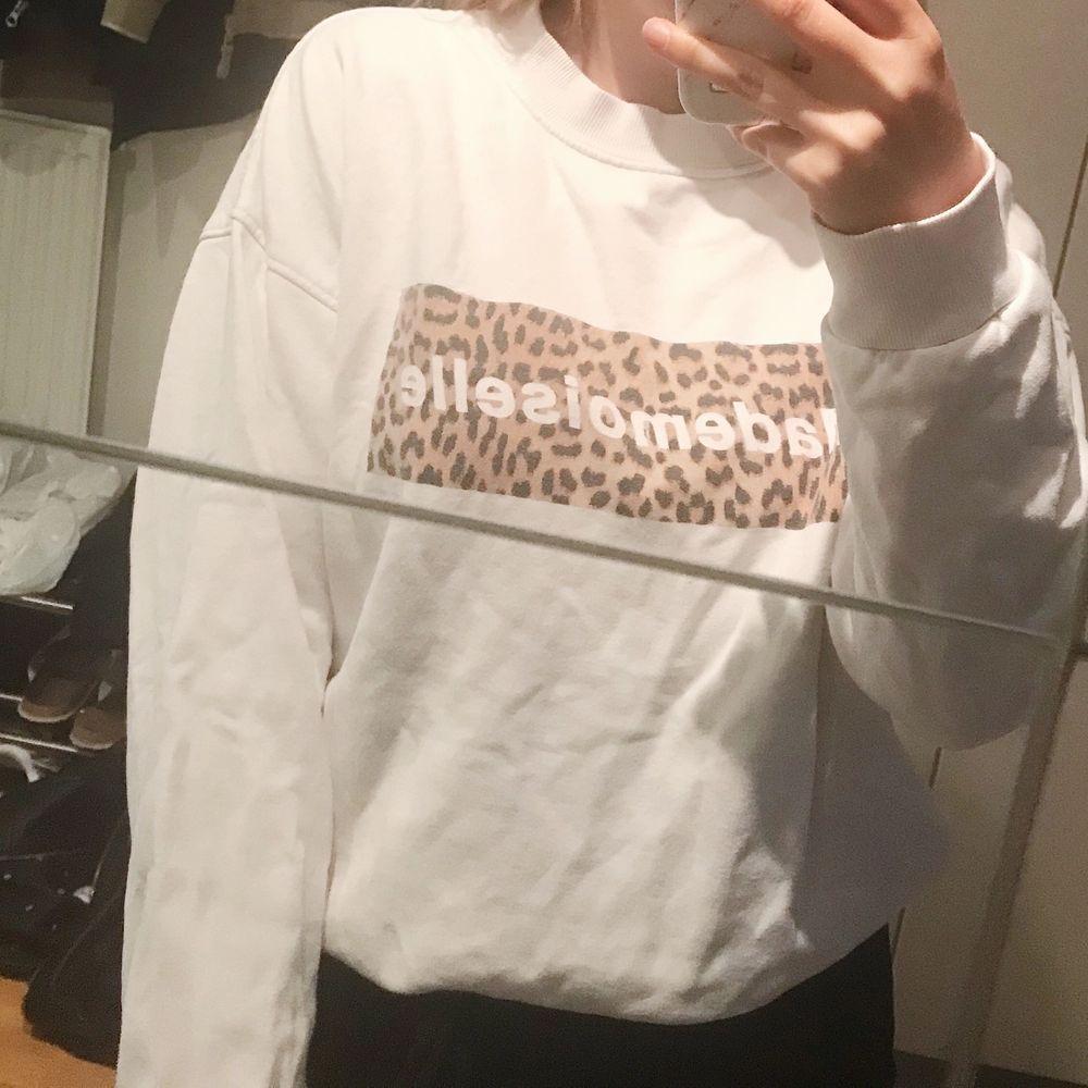 Tjocktröja med leopardmönster från Gina! Frakt tillkommer⚡️. Tröjor & Koftor.