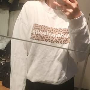 Tjocktröja med leopardmönster från Gina! Frakt tillkommer⚡️
