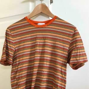 Vintage Paul Smith tröja från 90-talet. Har ett litet hål vid ena armen men kan lätt fixas, i övrigt fantastiskt skick. Passar som en small/ XS