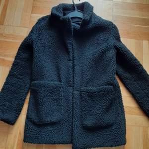 En vinterjacka köpt för några månader sedan för 500kr i bra skick. Frakt är inkl i priset!