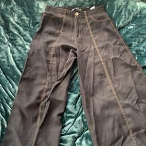 Jätte sköna byxor från zara. Modellen är wide leg och byxan slutar vid vaden på mig som är 1,70 (modellen är kort)