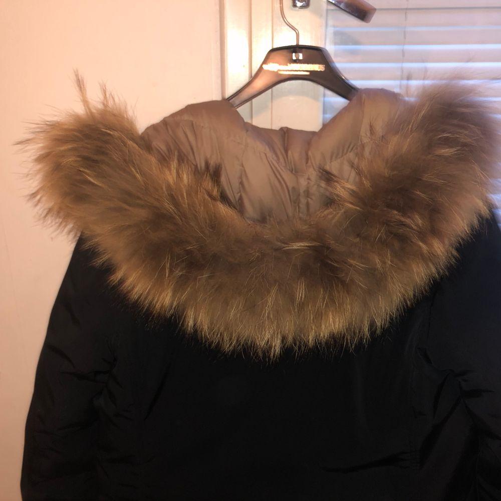Hej, säljer en pälsjacka som ja köpte denna vinter och använt några gånger. Bra skick, äkta päls i färgen navy blå och köpt från jackan.com säljer pga jag köpt en ny pälsjacka. . Jackor.