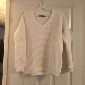 Jätte fin tröja från Ellos. Oanvänd.  Strl 34/36.   Frakt 49kr