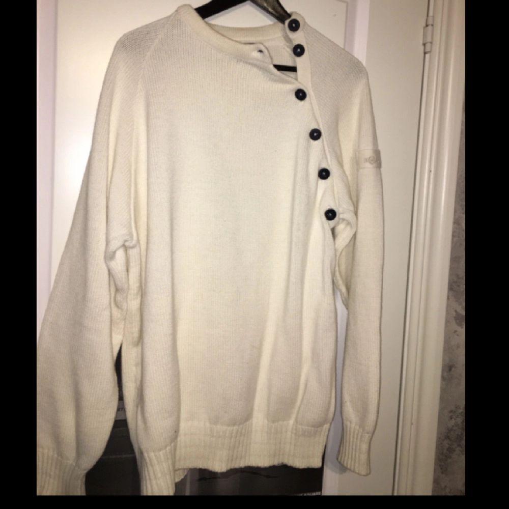 Helt oanvänd Henry Lloyd tröja. Huvtröjor & Träningströjor.