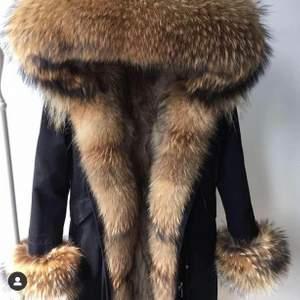 Vinter jacka i 100% äkta päls finns för snabblev för mer information kontakta oss vid DM
