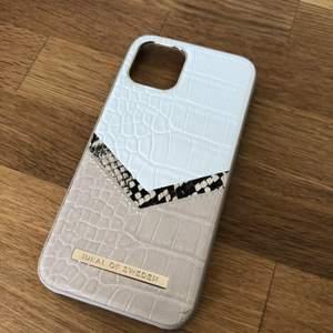 Jättefint skal från IdealOfSweden! Aldrig använd och är för Iphone 11, IPhone 11 Pro, IPhone 11 Pro Max men passar även till en IPhone X/XS som jag har! Originalpriset är 499kr men säljer det för 200kr + frakt. Vid snabbt köp så kan pris diskuteras💓