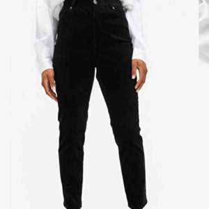 Svarta manchester-byxor från Monki, superfina men för korta för mig som är 175.