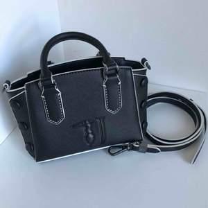 Jättefin Trussardi väska som tyvärr inte kommer till användning, köpt för 800kr. Skicka dm för fler bilder