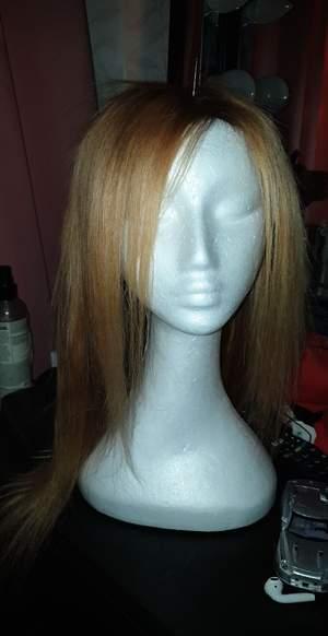 Säljer min peruk då jag ej använder den köpt för 4300 använd 1 gång lace frontal äkta brasilianskt hår har färgat den ljusare  pris går att diskutera