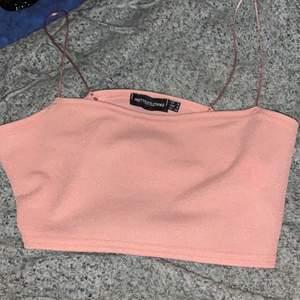 Är lite mer dusty pink i verkligheten☺️ väldigt söt men får inre användning av den. Kan fraktas