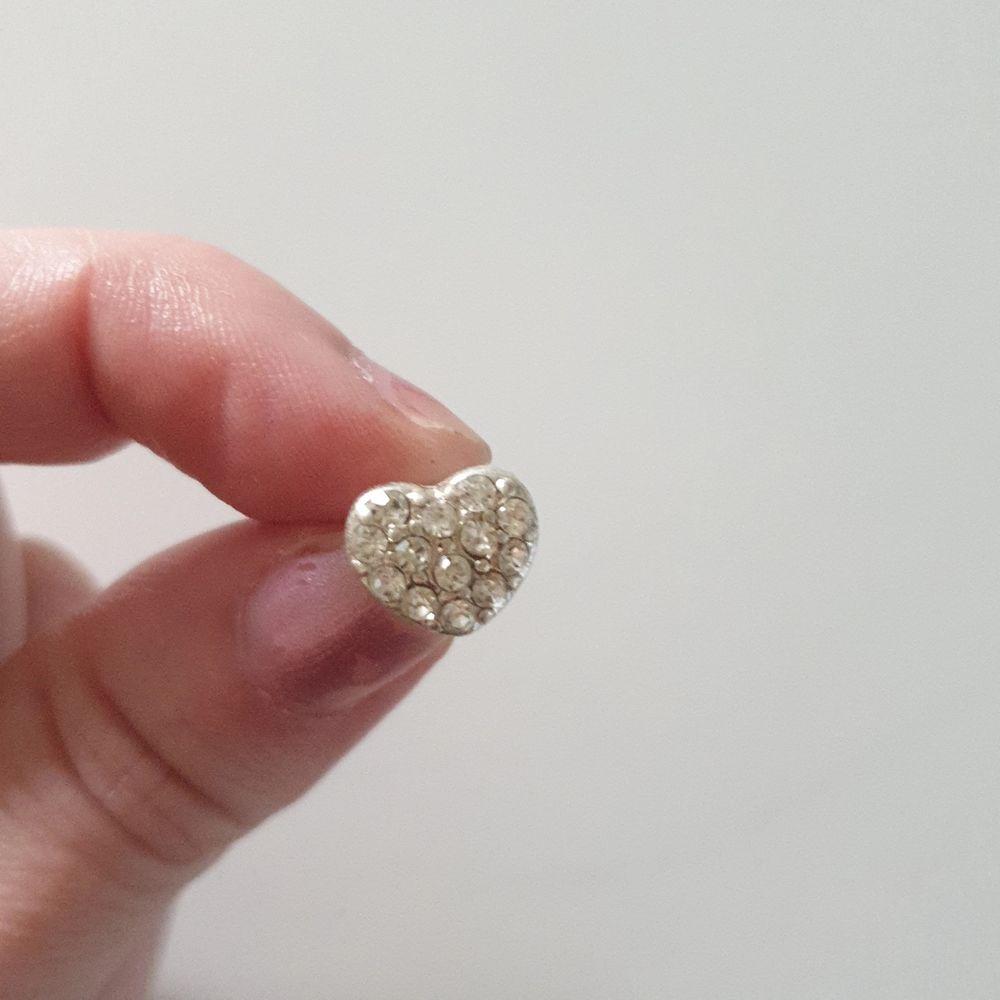 Bling örhängen med hjärtan endast använda 1 gång . Accessoarer.