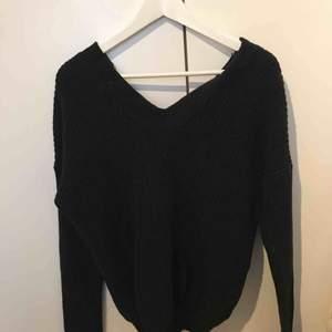 svart stickad tröja , använd bara  2 gånger ,