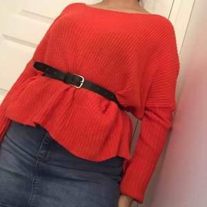 Riktigt skön o mysig orange tröja, perfekt nu till vintern, Stylas bäst ihop med ett skärp!