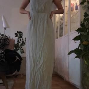 Min gamla balklänning från Nelly i strl 36. Endast använd en gång så i mycket fint skick! Går att knäppa där bak.