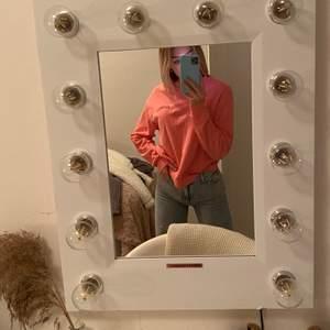 Jag köper denna fina rosa långärmade tröja. Storlek S men passar även som M. Mycket bra skick. Det står Cheap Monday på den!