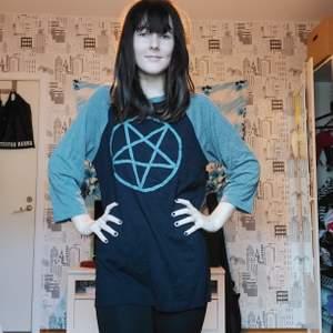 Grå pentagram tröja från shock
