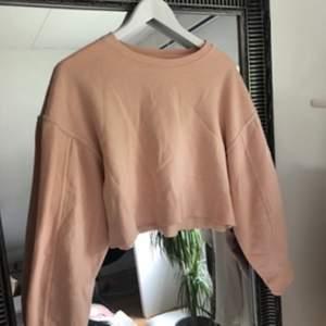 Snygg croppad tröja i fin rosa färg💞