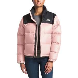 Fin rosa north face jacka i storlek S. Köparen står för frakt eller kan mötas upp i stockholm! Ställ gärna frågor privat💕 buda i kommentarerna!