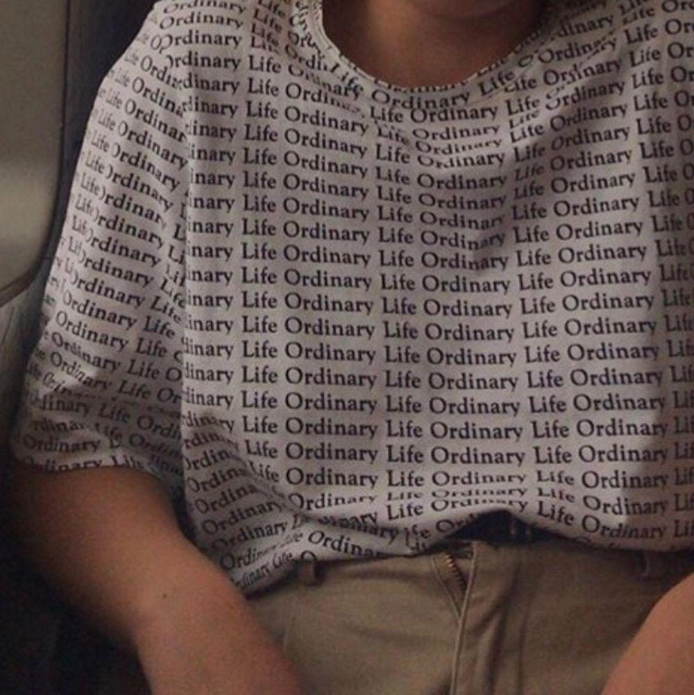 💕Knapp använd T-shirt från Weekday💕 Går att hämta i Lund annars kan jag skicka den till dig (frakt tillkommer). T-shirts.