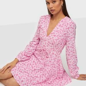 Superfin klänning från nelly som tyvärr är för liten för mig.