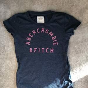 En tshirt från nånstans utomlands, använt fåtal gånger