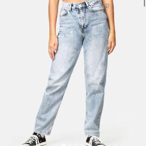 Säljer dessa skitsnygga jeans från junkyard! Är ganska säker på att de är slutsålda på hemsidan. Använda men i fint skick! Storlek 38,, köparen står för frakt <33