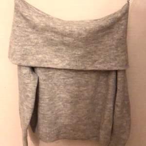 Grå stickad tröja från hm. Aldrig använt därför säljer jag. Ganska stor i storleken
