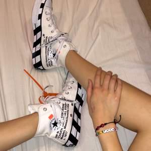 intressekoll på snyggaste skorna från off-white x converse, säljer då de är stora på mig! Köpta på Sellpy med orginallappar på men inte i orginalkartong. Har används utomhus 1 gång men är i toppskick! 💞 DMa vid intresse 🥰 GÅR FÖR ~$500 PÅ GOAT OCH STOCKX!