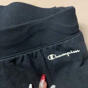 Champion mjukis byxor, svarta väldigt bekväma men är lång för de (170cm)