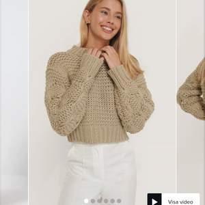 Säljer denna fina tröja som jag inte får någon användning av. Den är använd 2 gånger😊 Kan mötas upp och skicka då står köparen för frakten. Budgivning accepteras.