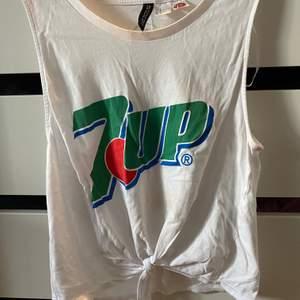 Coolt linne från h&m som tyvärr ej kmr till användning. Pris + 45kr frakt, hör av er vid frågor! 🦋