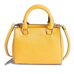 Gul väska från Lindex, nästan aldrig använd så den är i superbra skick☺️💛
