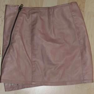 Assnygg tjol i rosa fakeläder. Kan mötas upp i Stockholm eller frakta för 45 kr