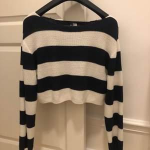 Randig tröja i fint skick i strl XS. Säljs för 45+frakt💕
