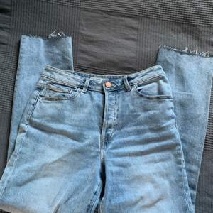 Jeans från Gina, knappt använda!!! Avklippta för att passa mig som är 164 cm lång