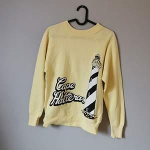 En tunn sweatshirt i skönt material. För vidare beskrivning hör av dig!