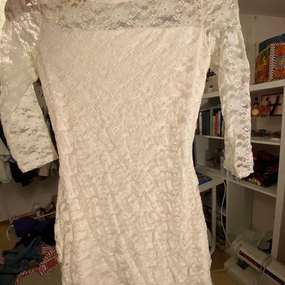 Jätte fkn hollister klänning i ok skick! Använd mkt men bra skick ändå skulle jag säga! Något nopprig bara. Frakt tillkommer, kan mötas upp i sthlm . Klänningar.