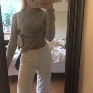 En snygg gandka basic stickad tröja i strl S. Inte alls mycket använd så i fint skick💞💞köparen står för frakt
