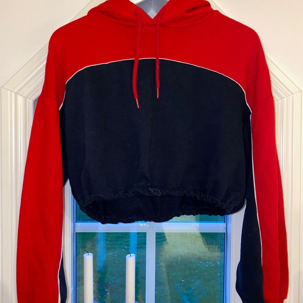 Cool hoodie ifrån H&M. Använda en gång. Tröjor & Koftor.