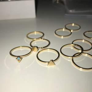 Flera olika guldiga ringar! 20kr/st men paket pris kan diskuteras för alla