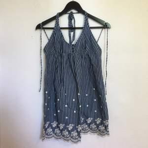 Supersöt klänning! Aldrig använd. Mötas upp eller frakt, har Swish! ☺️✨