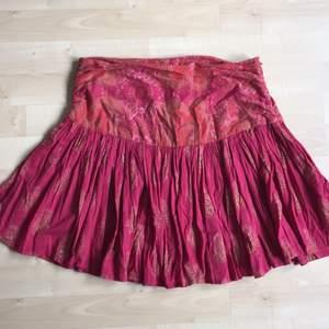 tunn härlig kjol med dragkedja på sidan🎀