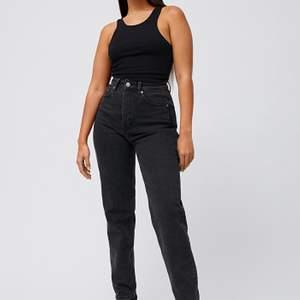 weekday jeans i strl 25/30, köpa för 500 så säljer för 300+frakt!